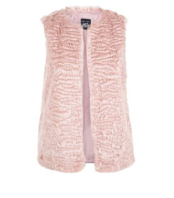 Teens Shell Pink Faux Fur Gilet New Look