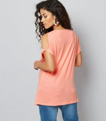 Maternity Coral Twist Sleeve Cold Shoulder T-Shirt New Look