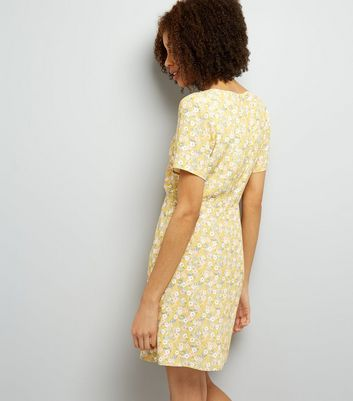 Yellow Ditsy Floral Print Tie Front Skater Dress New Look