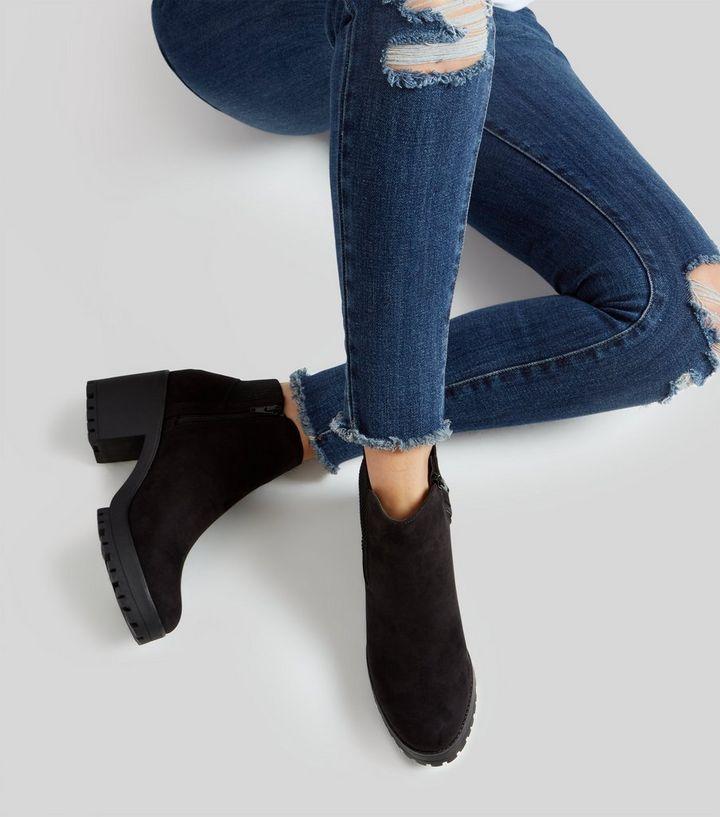separation shoes 39960 a26ef Schwarze Chelsea-Stiefel aus Wildlederimitat mit grober Sohle Für später  speichern Von gespeicherten Artikeln entfernen