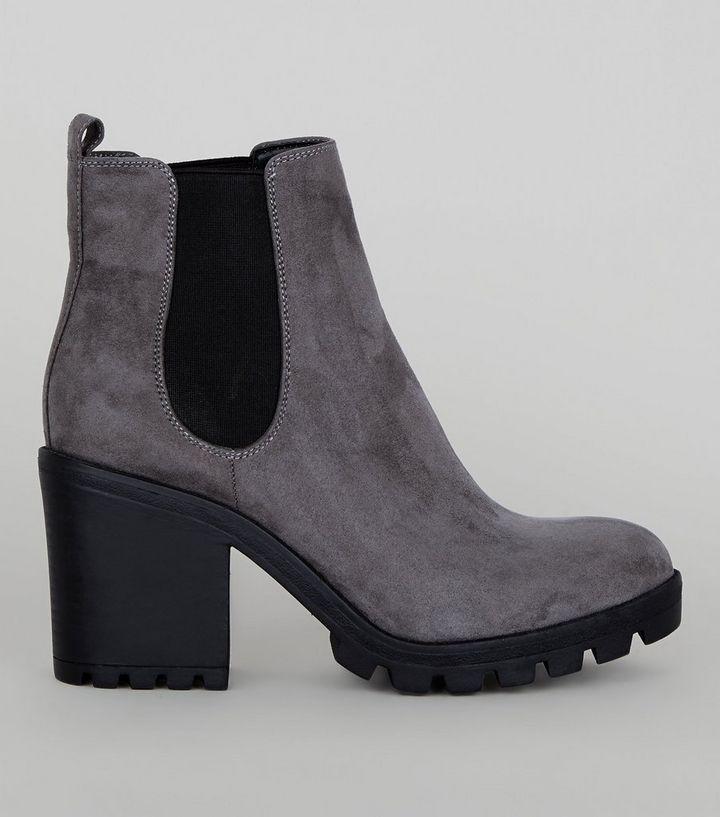 wholesale dealer 898f9 22726 Graue Chelsea-Stiefel aus Wildleder mit grober Sohle Für später speichern  Von gespeicherten Artikeln entfernen