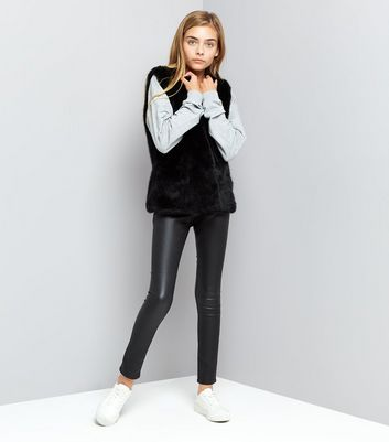 Teens Black Faux Fur Gilet New Look