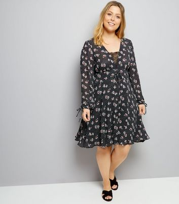 Curves Black Dot Floral Print Lace Up Dress New Look
