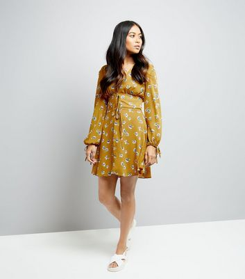 Petite Yellow Floral Print Plunge Neck Lace Up Dress New Look