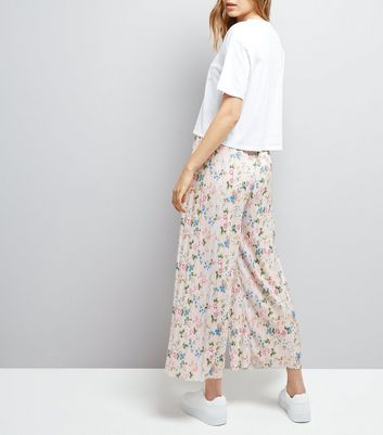 Shell Pink Floral Print Plisse Cropped Trousers New Look