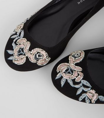 Wide Fit Black Suedette Floral Embroidered Pumps New Look