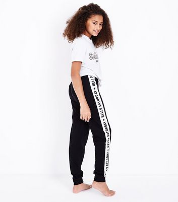 Teens White Hello Saturday Knotted T-Shirt Pyjama Set New Look