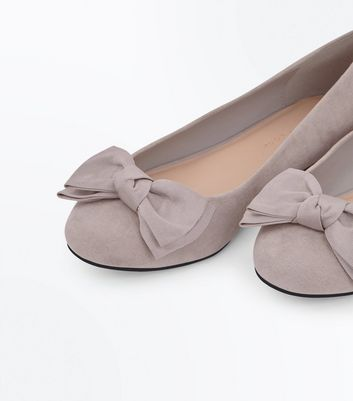 Extra Wide Fit Grey Suedette Bow Ballet Pumps New Look