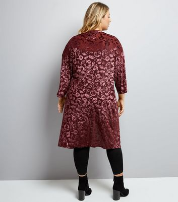 Curves Burgundy Floral Burnout Velvet Kimono New Look
