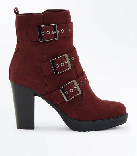 a8589286558f ... Boots bordeaux en suédine à talons avec clous et boucles ...