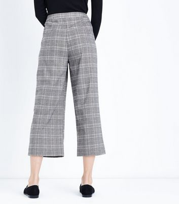 Stone Check Cropped Trousers New Look
