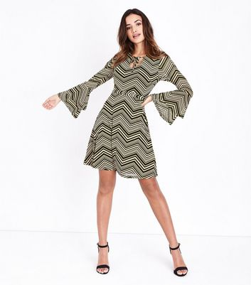 Mela Stone Zigzag Tiered Sleeve Dress New Look