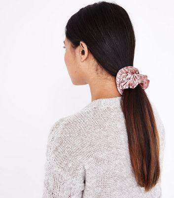 Mid Pink Velvet Pearl Embellished Scrunchie New Look