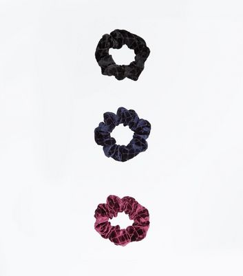 3 Pack Quilted Velvet Scrunchies New Look