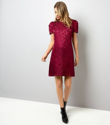 Mela Burgundy Rose Embossed Velvet Dress New Look