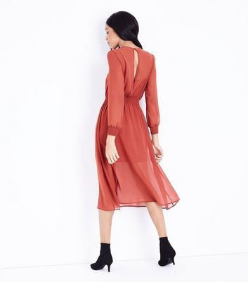 Rust Chiffon Shirred Waist Midi Dress New Look