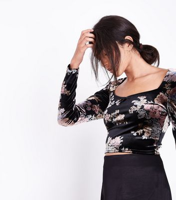 Black Floral Velvet Sweetheart Neck Crop Top New Look