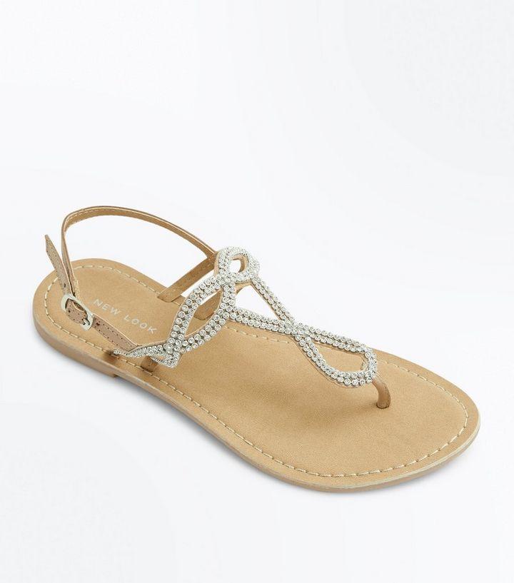 0745071884fd4 Nudefarbene, flache Sandalen aus Leder mit Strassverzierung Für später  speichern Von gespeicherten Artikeln entfernen