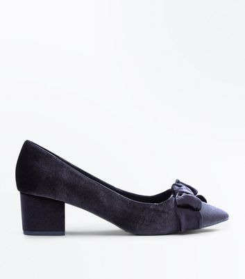 Wide Fit Black Velvet Bow Block Heel Courts New Look