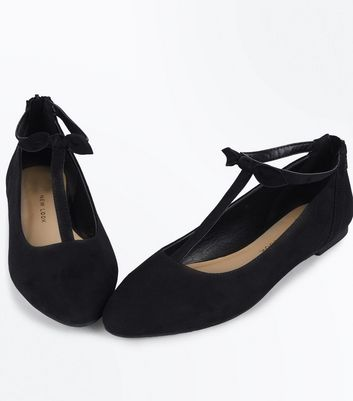 Teens Black Bow Trim Suedette Pumps New Look