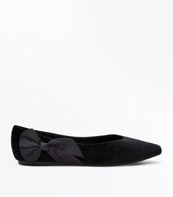 Wide Fit Black Velvet Bow Side Pointed Pumps New Look