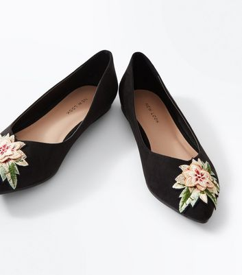 Black Suedette Floral Embroidered Pointed Pumps New Look
