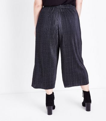 Curves Black Spot Print Cropped Plisse Trousers New Look
