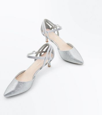 Wide Fit Silver Comfort Flex Shimmer Pointed Kitten Heels New Look
