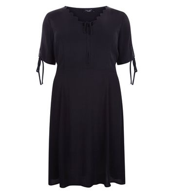 Curves Black Scallop V Neck Tea Dress New Look