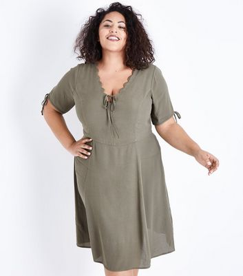 Curves Green Scallop V Neck Tea Dress New Look