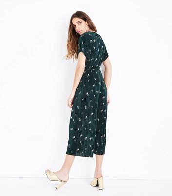 Dark Green Floral Pleated Jumpsuit New Look