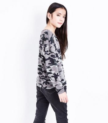 Teens Green Camo Print Sweatshirt New Look