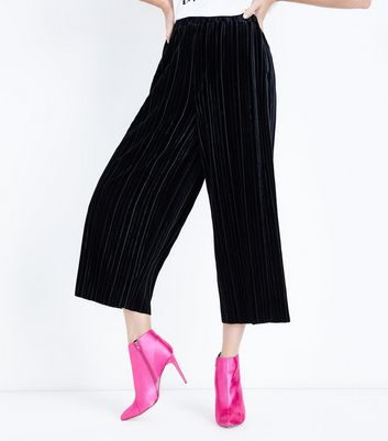 Black Plisse Velvet Cropped Trousers New Look