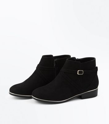 Wide Fit Black Suedette Metal Trim Ankle Boots New Look