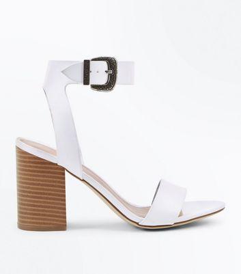 Sandales blanches à talons en bois et boucle style western  New Look