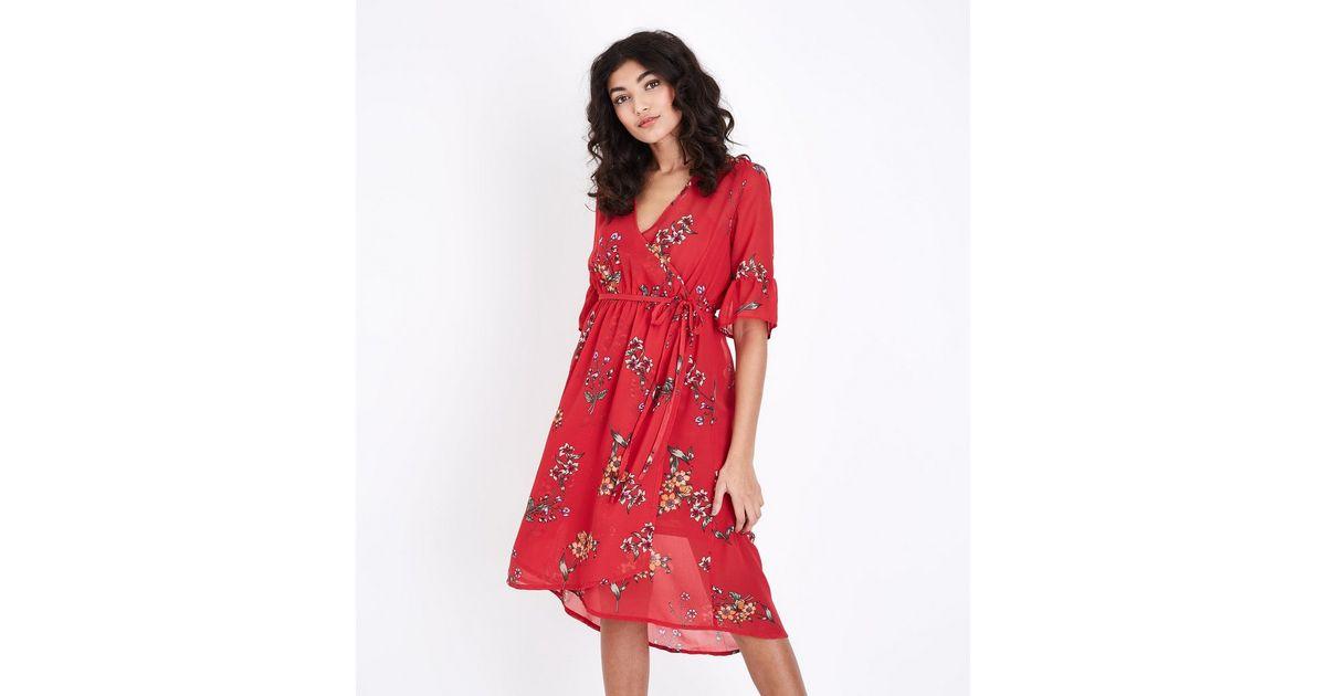 Robe Mi Longue Portefeuille Rouge En Mousseline A Imprime Floral New Look