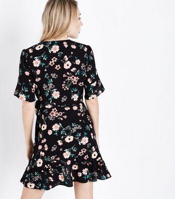 Petite Black Floral Print Bell Sleeve Wrap Dress New Look
