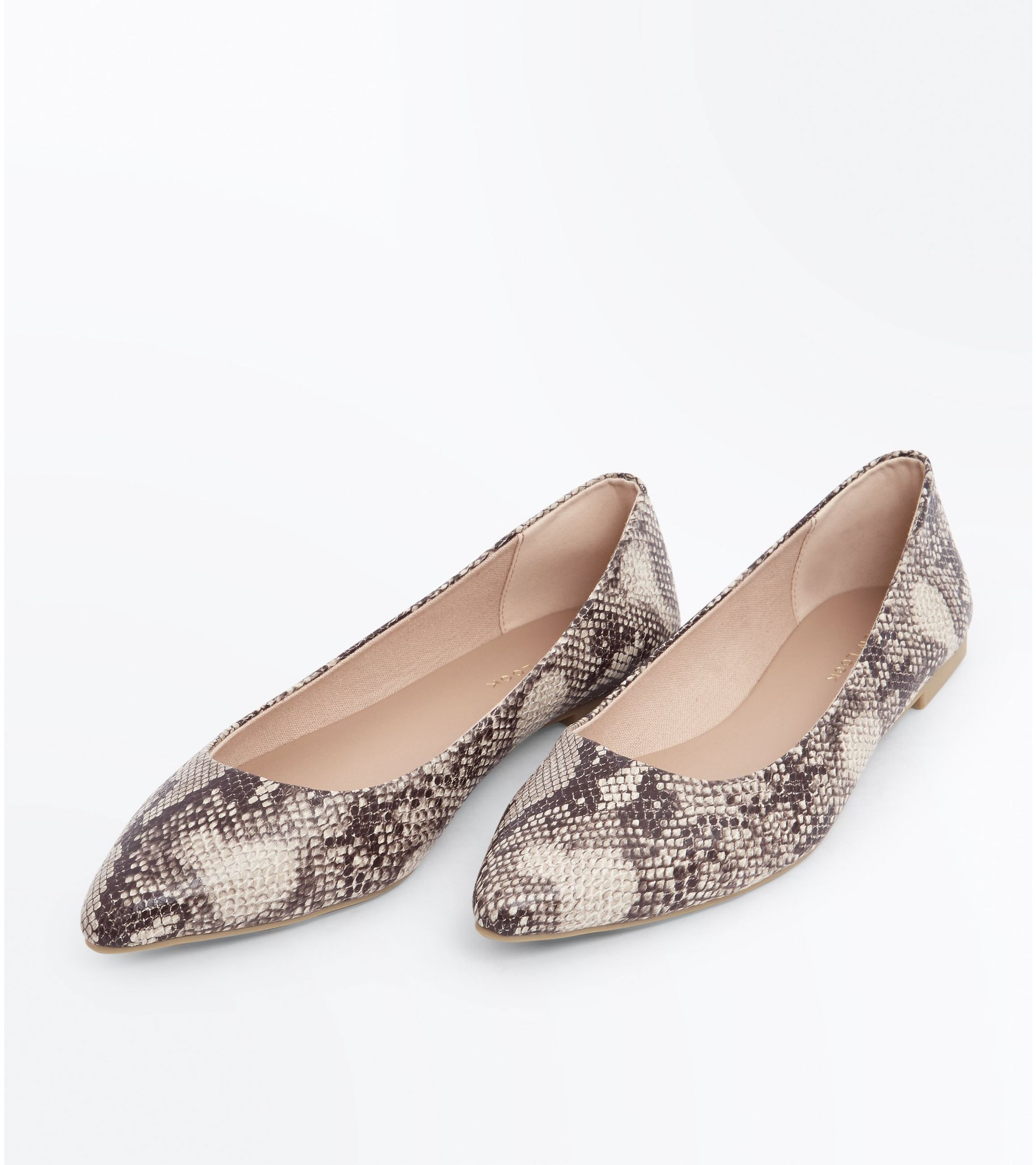 c61115ce6cee New Look Brown Faux Snakeskin Pointed Pumps at £9.09
