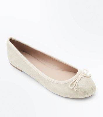 Wide Fit Gold Shimmer Bow Ballet Pumps New Look