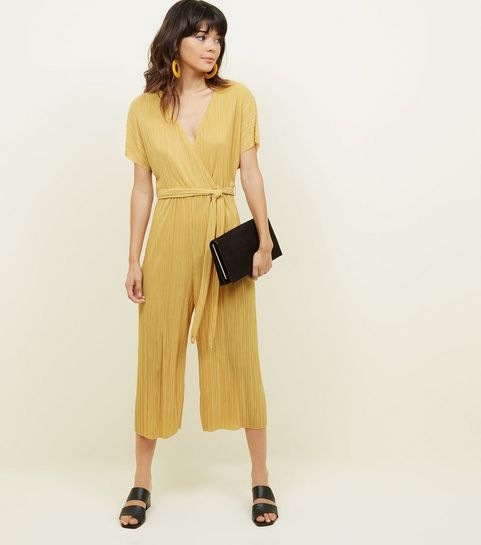 ... Combinaison jupe-culotte moutarde plissée effet portefeuille ... c860f7c360b2