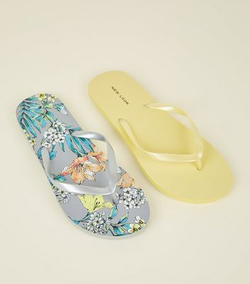 2 Pack Yellow and Floral Flip Flops