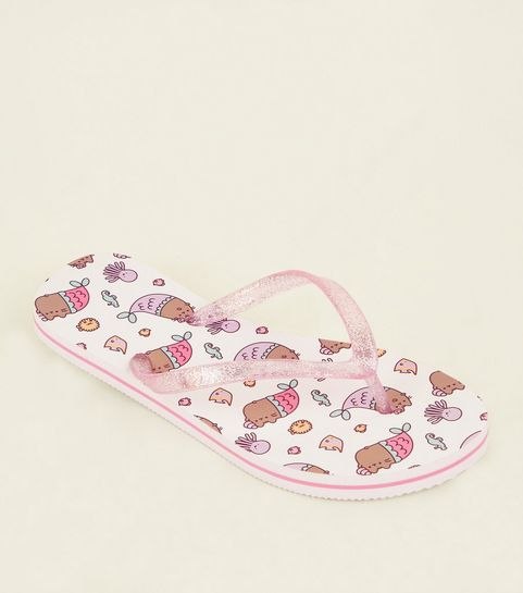 574df5fb7a28 ... Girls White and Pink Pusheen Flip Flops ...