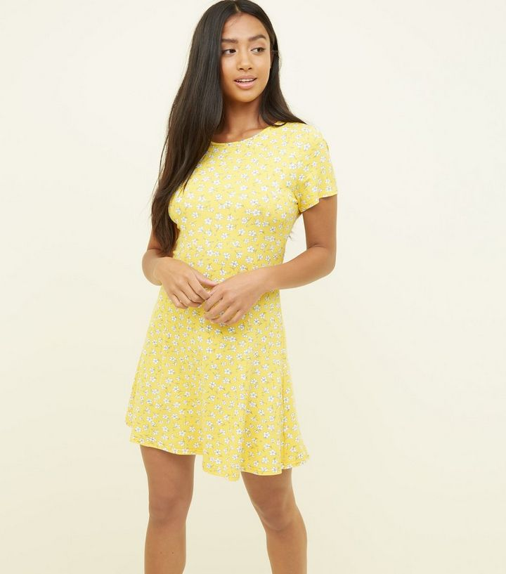 ad6f08739329 Petite Yellow Ditsy Floral Cap Sleeve Swing Dress