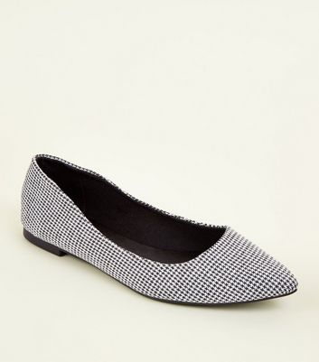 Black Pointed Houndstooth Pumps