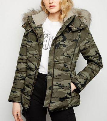 Grüne, dicke Fake Fur Jacke mit Camouflage Muster Für später speichern Von gespeicherten Artikeln entfernen