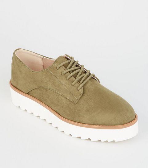 ... Chaussures kaki en suédine à plateformes et lacets ... 6a090ff8d23d