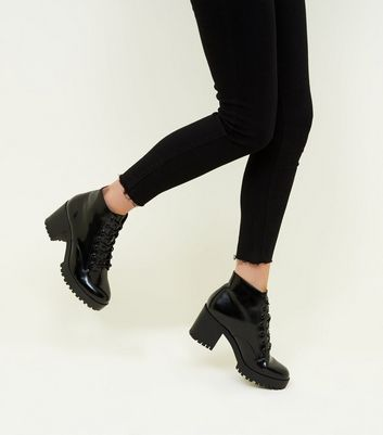 Boots vernies noires à lacets et plateformes Ajouter à la Wishlist Supprimer de la Wishlist