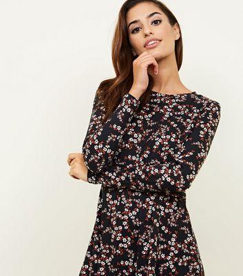 Schwarzes, langärmliges Kleid mit Blumenmuster und weicher Haptik Für später speichern Von gespeicherten Artikeln entfernen
