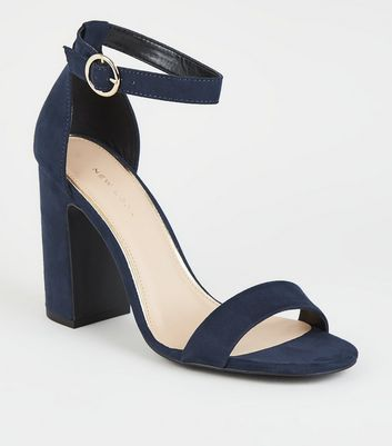 Marineblaue High Heels in Wildleder-Optik mit Blockabsatz und Riemchen mit Zierring