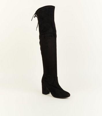 Schwarze Overknee Stiefel in Wildleder Optik mit hohem Absatz und Schnürung hinten Für später speichern Von gespeicherten Artikeln entfernen